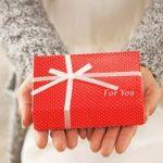 クリスマスプレゼントで彼氏に贈るプレゼントの予算や相場はいくら?